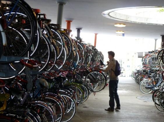 Estacionamento para veículos não poluentes, na Holanda, por certo.