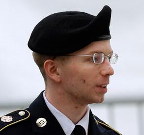 Chelsea Manning, presa por 36 anos por tornar públicos os horrores de guerra cometidos pelos Estados Unidos da America