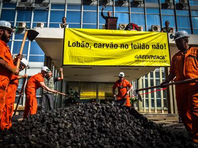 O mundo está procurando se dirigir para energia limpa, o Brasil tem uma exposição solar imensa então carvão é completamente absurdo.