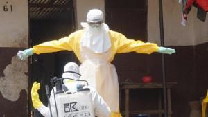 médico preparado para tratamento de pacientes com ebola