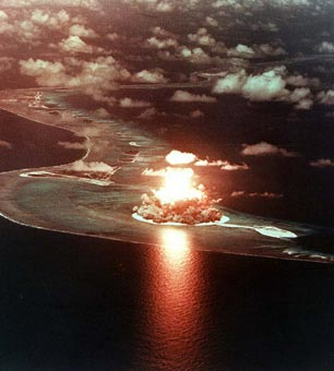 US teste de armas nucleares em Eniwetok Atoll, nas Ilhas Marshall, 1956.
